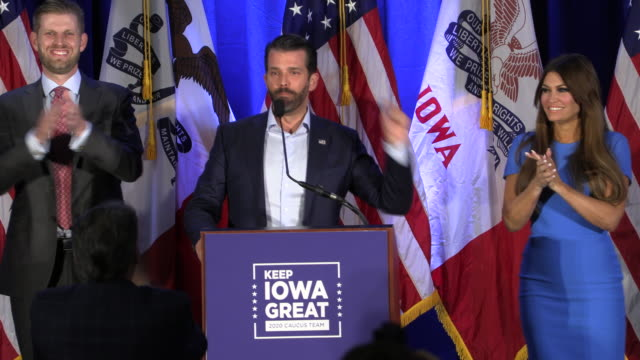 vidéos et rushes de a protester interrupts donald trump jr who is speaking while his brother eric stands at left and kimberly guilfoyle is on his right during a keep... - eric