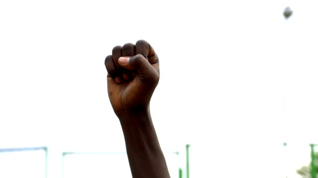 vidéos et rushes de black lives matter protestor put their fists in the air - fist