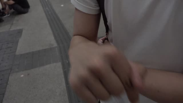 stockvideo's en b-roll-footage met protester talks about his feeling near the legislative council complex after violent clashes between police and people claiming against extradition... - assertiviteit