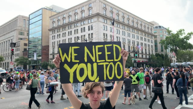 protesters advocating for new policies to combat global climate change close an intersection september 23, 2019 in washington, dc. activists around... - campaigner stock videos & royalty-free footage