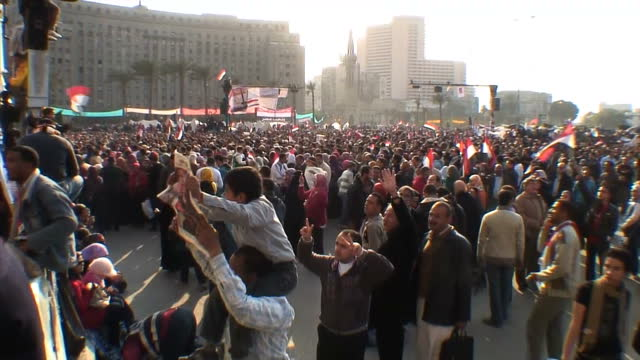vídeos de stock, filmes e b-roll de protesters are preparing to leave tahrir square for the first time in 19 days as egypt's military vows to hand over power to an elected civilian... - arab spring