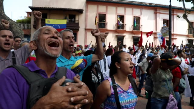 protesters at pro government rally in slum neighbourhood of petare, supporting president nicholas maduro - caracas stock videos & royalty-free footage