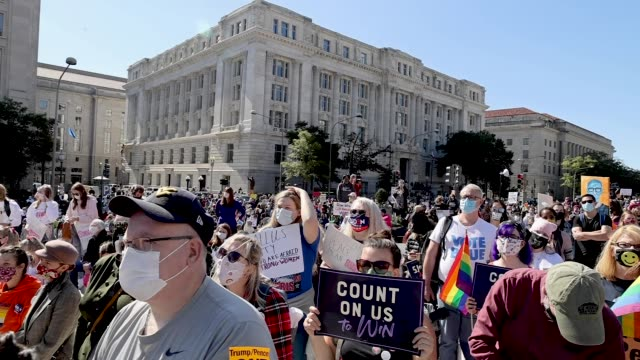 vidéos et rushes de protesters attend the women's march at freedom plaza on october 17, 2020 in washington, dc. demonstrators took to the streets in honor of the late... - nomination