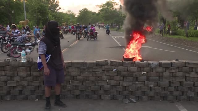 protesters block a highway in leon northwest of the nicaraguan capital managua a day after government-linked groups tried to evict students and... - managua stock videos & royalty-free footage