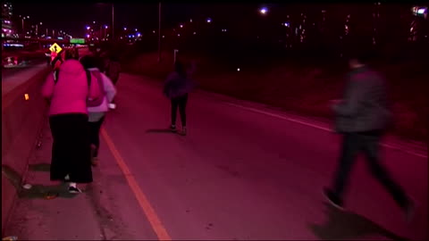 vidéos et rushes de protesters block traffic at night on interstate 290 after cancelled donald trump rally in chicago. people make a chain across the highway and stand... - segment monté