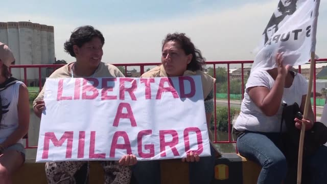 protesters blocked traffic on wednesday in buenos aires and throughout the country asking for the liberation of milagro sala a political activist who... - buenos aires province stock videos & royalty-free footage