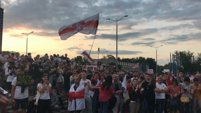 protesters clap chant truth and wave flags as they demonstrate outside belorussian state tv headquarters on august 15 2020 in minsk belarus... - belarus stock videos & royalty-free footage