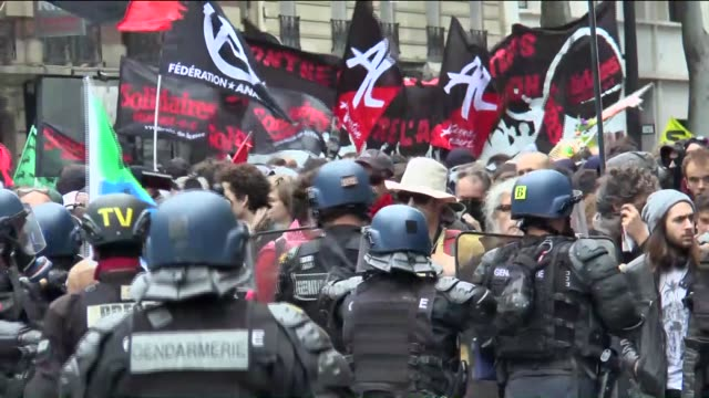protesters clash with riot police during a national demonstration and strike against the labor law reform in paris france on 14 2016 - 対決点の映像素材/bロール