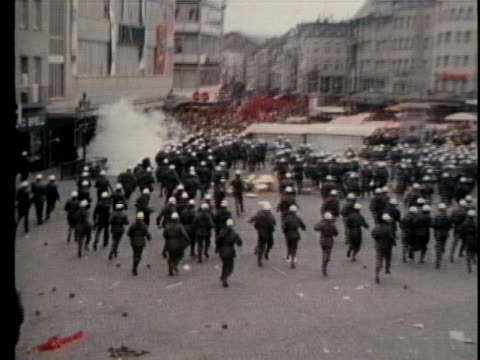 stockvideo's en b-roll-footage met protesters fill the streets of bonn to demonstrate against the arrival of south vietnamese president nguyen van thieu - demonstrant