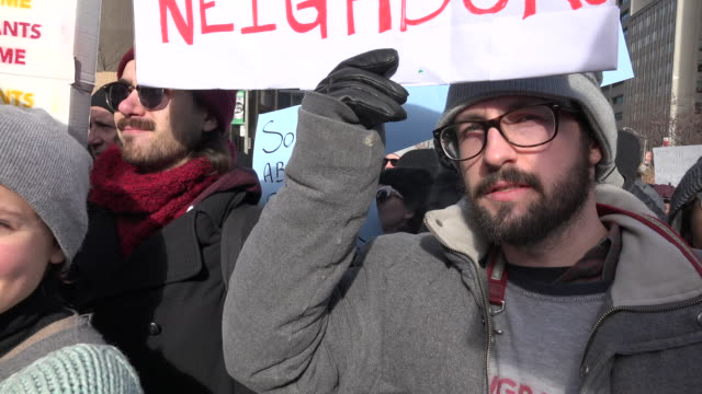 protesters from all races and religions closed the university avenue for 6 hours chanting antitrump slogansthey protest the immigration ban signed by... - ausschluss stock-videos und b-roll-filmmaterial