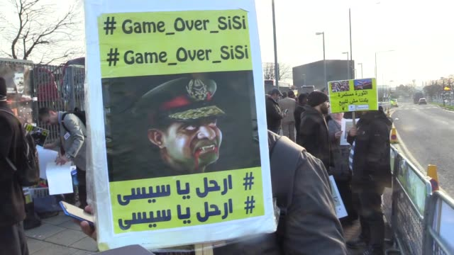 protesters from the egyptian revolutionary council and uk anti-coup organisations demonstrate outside intercontinental hotel against president of... - egypt stock videos & royalty-free footage