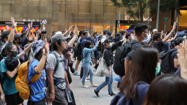 stockvideo's en b-roll-footage met protesters gather in central hong kong on a day when a protester was shot by police and ius in critical condition. - stadscentrum hongkong hongkong