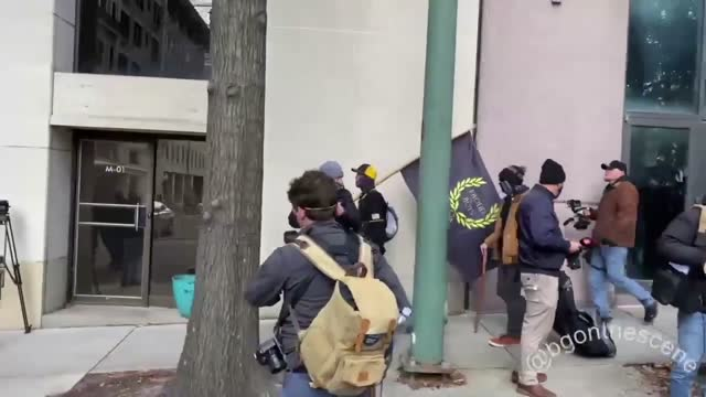 stockvideo's en b-roll-footage met protesters identifying as members of the proud boys and boogaloo bois demonstrated near the virginia state capitol in richmond on monday, january 18,... - https