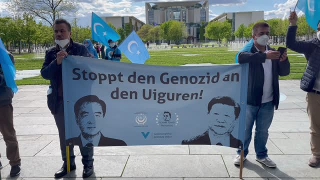 protesters in berlin gathered on monday, may 17, to urge the german government to declare that uyghur turks are undergoing genocide in china. as the... - non us film location bildbanksvideor och videomaterial från bakom kulisserna