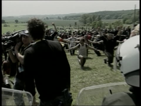 protesters in heiligendamn germany chant during the 2007 g8 summit - (war or terrorism or election or government or illness or news event or speech or politics or politician or conflict or military or extreme weather or business or economy) and not usa stock-videos und b-roll-filmmaterial