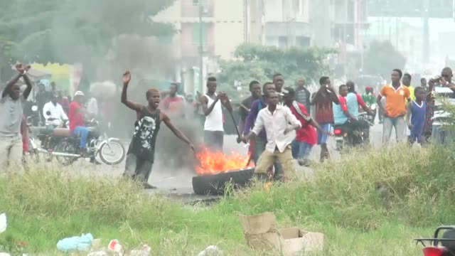 protesters in kinshasa march against the constitutional courts decision to authorizes president kabila to remain in power beyond his term if the... - democratic republic of the congo stock videos & royalty-free footage