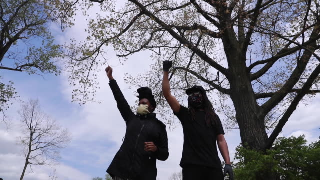 protesters making fists during a protest of the indianapolis metropolitan police department's killing of dresjon reed a few hours after the family... - press conference stock-videos und b-roll-filmmaterial