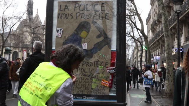 vidéos et rushes de protesters march along magenta boulevard during a day of protest and ongoing transport worker strikes over french pension reform plans on january 9,... - affiche