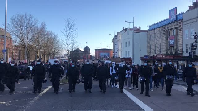protesters march for the third time in less than a week in bristol for a 'kill the bill' demonstration. hundreds of people gathered on college green... - 出来事の発生点の映像素材/bロール