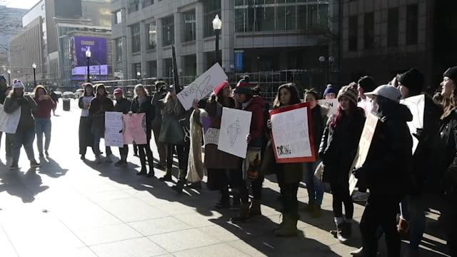 vidéos et rushes de protesters marched to the ohio state house in columbus, ohio to protest the controversial heartbeat bill or hb258, which bans abortion once a fetal... - ohio
