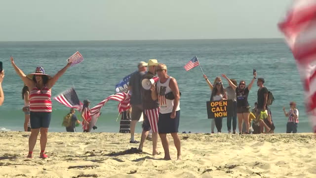 protesters on laguna beach during the coronavirus pandemic in california. - laguna beach california stock videos & royalty-free footage