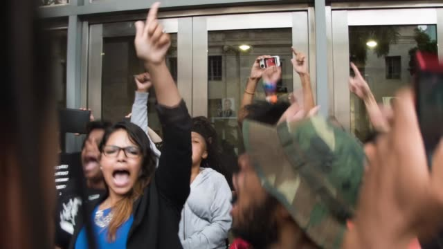 stockvideo's en b-roll-footage met protesters outside of the james lawrence king federal justice building where the u.s. attorneys office, southern district of florida, is located on... - chanten