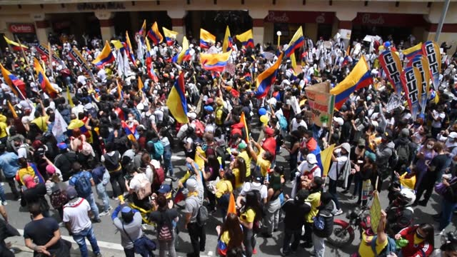 protesters play instruments during a national strike on may 05, 2021 in bogota, colombia. despite that the ruling party announced withdrawal of the... - colombia stock videos & royalty-free footage