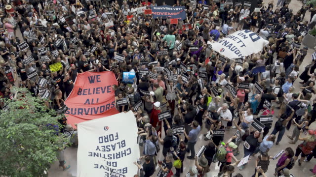protesters rally against supreme court nominee judge brett kavanaugh on thursday october 04 2018 in washington dc demonstrators marched to the us... - 法廷審問点の映像素材/bロール