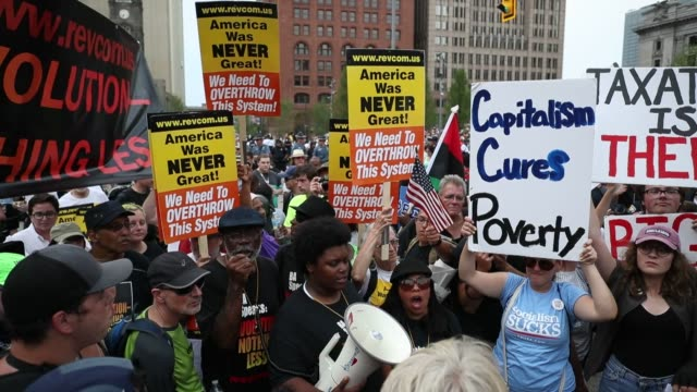 protesters rally in the public square near the quicken arena on the second day of the 2016 republican national convention on the mall in cleveland oh... - republikanischer parteitag stock-videos und b-roll-filmmaterial