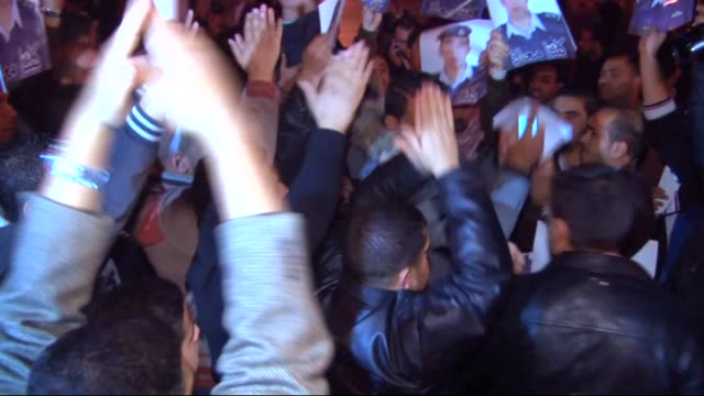 protesters shout slogans and carry pictures of mu'ath al-kaseasbeh, jordanian pilot who crashed in syria, during a protest near the jordanian prime... - 情報伝達サイン点の映像素材/bロール
