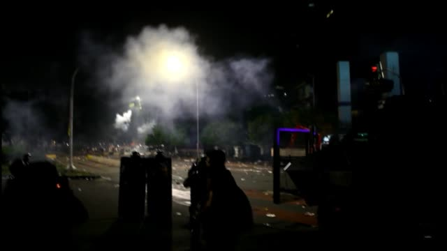 protesters threw rocks sticks and burned a police truck in front of the presidential palace in jakarta indonesia on november 04 2016 they gather to... - 対決点の映像素材/bロール