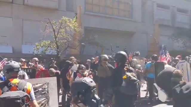 protesters violently clashed in portland, oregon, on august 22, with shields and batons used as weapons by the rival groups.... - https stock-videos und b-roll-filmmaterial