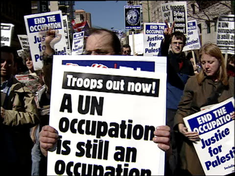 protesters walk down street with antiwar signs on march 20 2004 in chicago illinois - 2001年~ アフガニスタン紛争点の映像素材/bロール