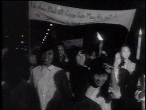 protesters with torches / protesters with banners / vietnamese man holding a catholic cross / effigies of ho chi minh burning - vietnam meridionale video stock e b–roll