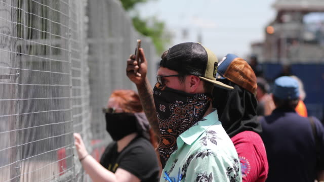 protesters yell through a fence at the kkk hundreds of counter protesters including the nation of islam the dayton chapter of the black panthers and... - ku klux klan stock videos and b-roll footage