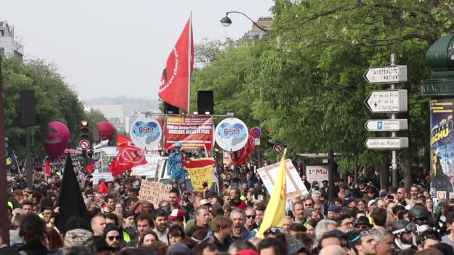 protesters yellow vests and union cgt the annual may day protests on may 01 2019 at boulevard de l'hopital paris france more than 7400 police and... - trade union stock videos & royalty-free footage