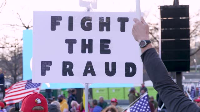 vídeos y material grabado en eventos de stock de protesting the result of the 2020 us presidential elections thousands of president donald trump supporters rally in washington dc's freedom plaza for... - fraude