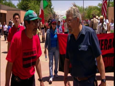 protestors during rally, el paso, texas, usa - 2006 bildbanksvideor och videomaterial från bakom kulisserna