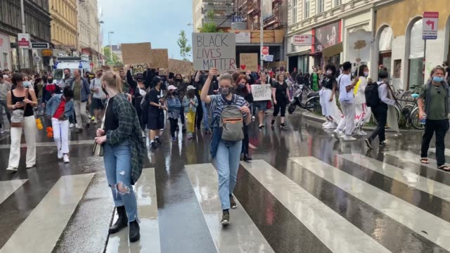 protestors holding signs reading 'i can't breathe' 'black lives matter' and 'fuck racism' take part in a black lives matter march on june 04 2020 in... - i can't breathe stock videos & royalty-free footage