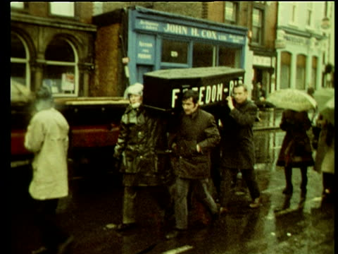 protestors march along road carrying mock coffin on day of national mourning following bloody sunday shootings in londonderry dublin 02 feb 72 - sonntag stock-videos und b-roll-filmmaterial