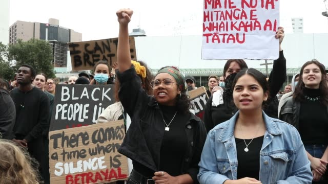 protestors march down queen street on june 1 2020 in auckland new zealand the rally was organised in solidarity with protests across the united... - protestor stock videos & royalty-free footage