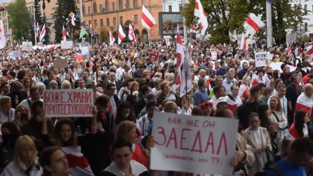 protests against the results of belarus' presidential election have continued in central minsk on sunday thousands of protesters without security... - belarus stock videos & royalty-free footage