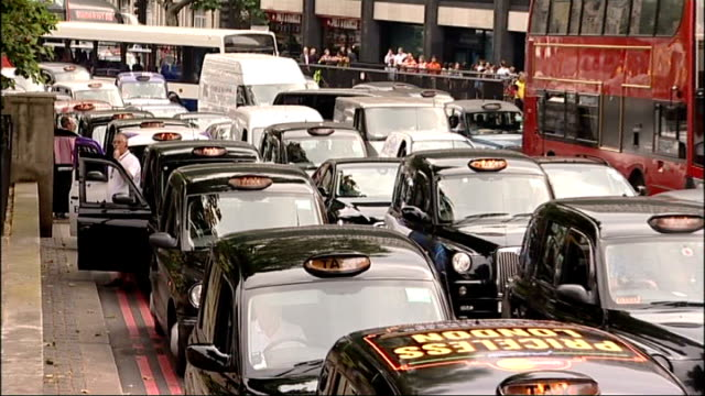 vídeos de stock e filmes b-roll de protests against transport arrangements and dow chemical england london park lane ext london black taxi cabs staging a go slow to protest at their... - the dow chemical company