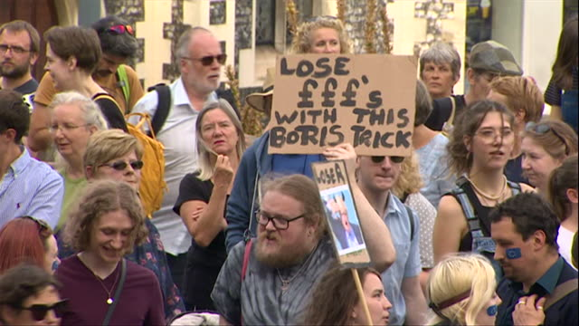 stockvideo's en b-roll-footage met protests around the uk against brexit and the prorogation of parliament - parlementslid
