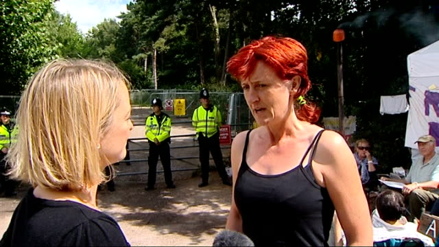 vídeos de stock, filmes e b-roll de protests continue at balcombe fracking site cuadrilla chief executive interview vox pops police officers moving back group of protesters reporter to... - moving activity
