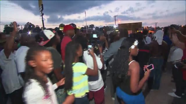 protests in ferguson, missouri after mike brown shooting on august 18, 2014 in ferguson, missouri. - nelly rapper stock-videos und b-roll-filmmaterial