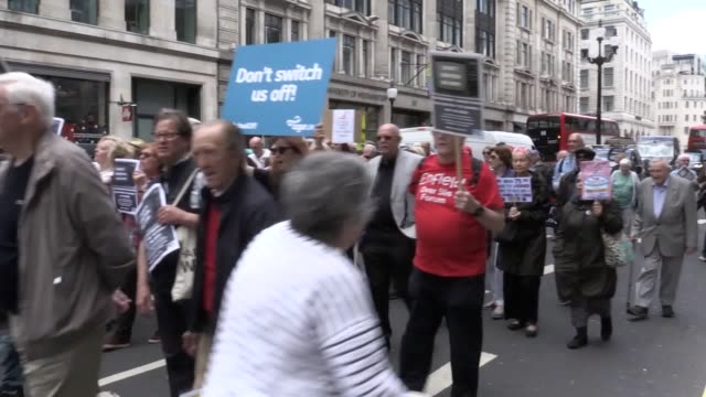 vídeos y material grabado en eventos de stock de protests outside bbc broadcasting house in london over the corporation's decision to means-test the tv licence for older people. iv with barry... - bbc