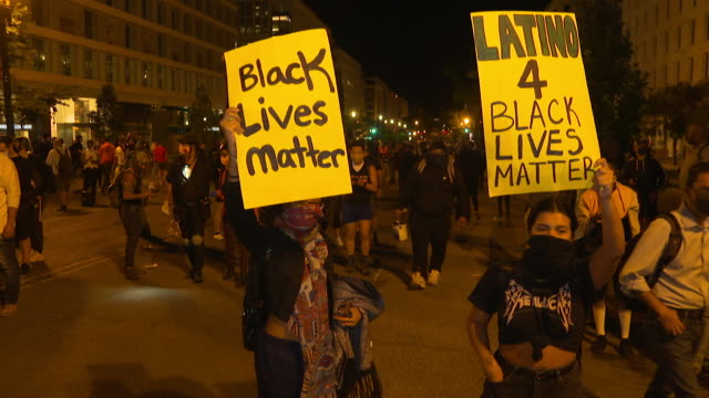 protests outside the white house, washington dc, over the death of george floyd who died whilst being detained by police in minneapolis, protesters... - kneeling stock videos & royalty-free footage