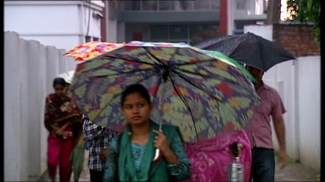 vídeos y material grabado en eventos de stock de protests over poor working conditions in clothing factories bangladesh ahsulia ext wide shot of chimneys of brick factories and boats at river turag... - bangladesh
