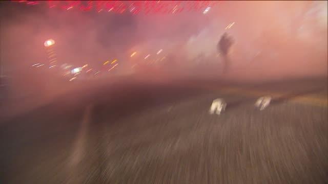vidéos et rushes de protests police clash in ferguson on night of michael brown jury decision on november 27 2014 in ferguson missouri - confrontation